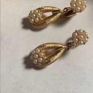 Vintage Jewelry - 💕New Inventory 💕Vintage Trifari Earrings